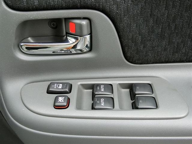 もちろん全席パワーウインドウ装備、運転席、助手席はAUTO機能付で便利です☆