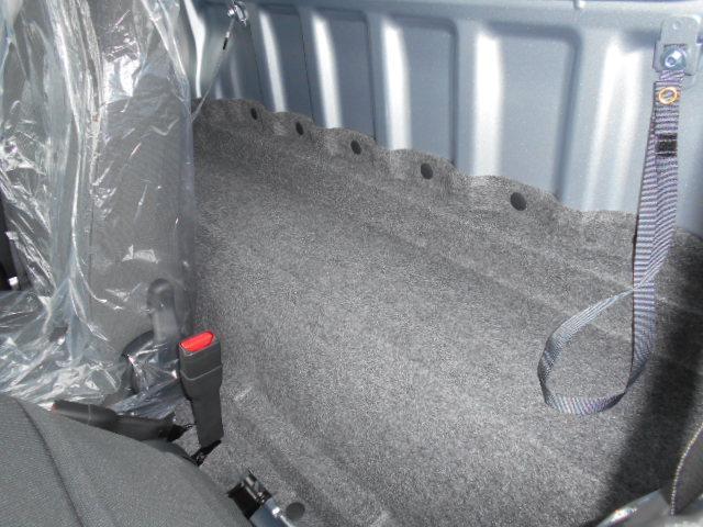 幅1345mm 長さ175mmのシートバックスペースがあります。二人乗車でも荷物を置くところがあります。