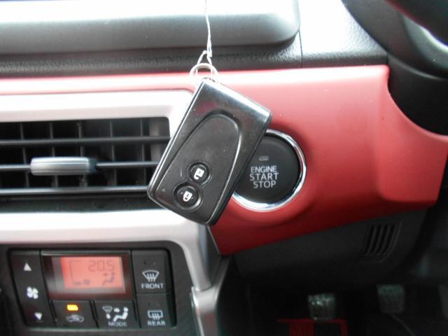キーリモコンを携帯するだけで、ドアロックの開閉、プッシュボタンを押してエンジンスタートできます。鍵を取り出さなくて便利です。