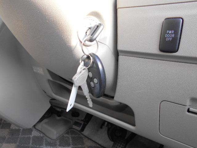 便利なキーレス付きです。パワースライドドアのスイッチもあります。