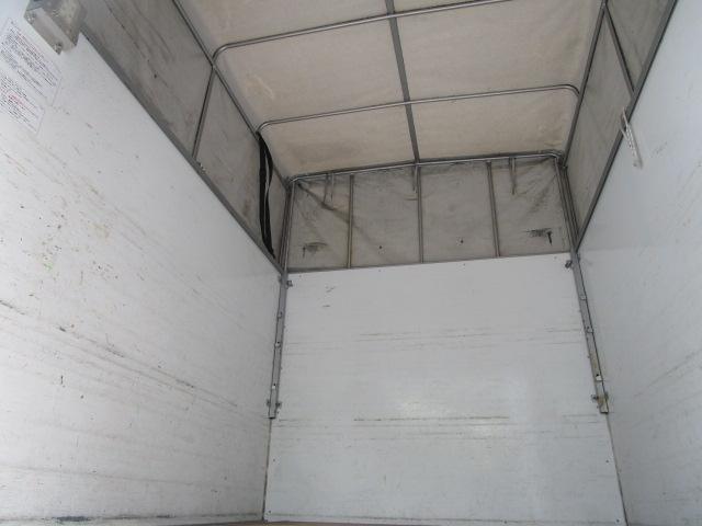 かさばる荷物もスッポリ入る庫内です。