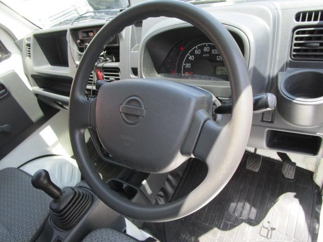 運転席にはエアバックが装備されております。もしもの時に、乗員を守ります。