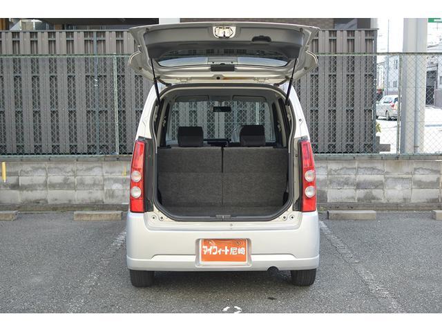 4人乗っても、荷物をたくさん積むことが可能な、便利なおクルマとなっております。