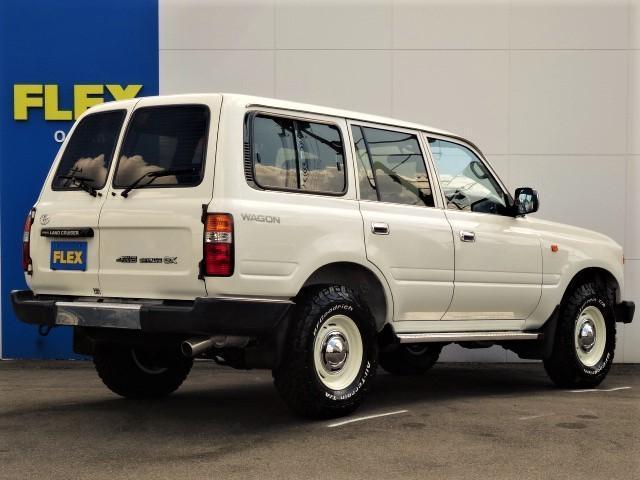 ランクル80希少GXグレードの低走行車両をベースに、ランクル60の丸目に換装した車両の入庫です。※こちらの車両の丸目キットは、当社製ではなく他社さんで施工されたFRPボンネットとなります。