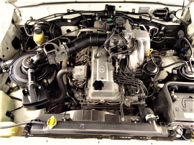 エンジンの排気量は4500ccもあります。頑丈な金属チェーンで駆動しますので、タイミングベルトの交換は永久に不要です。維持費のお得な1ナンバー登録なら、毎年の自動車税は1万8千円でお釣りが来ます。