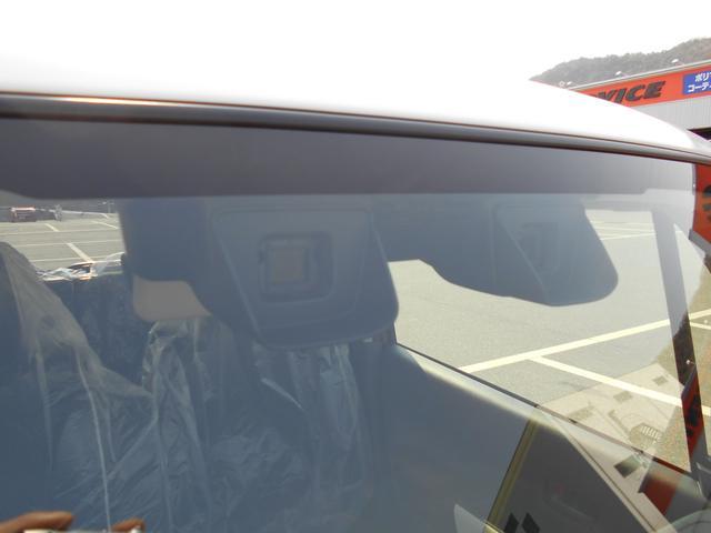 デュアルカメラブレーキサポートI装着車です♪万が一の際に自動的にブレーキをかけて事故を未然に防止してくれます♪アクセルとブレーキの踏み間違いによる前方への衝突事故を抑制する機能もございます♪