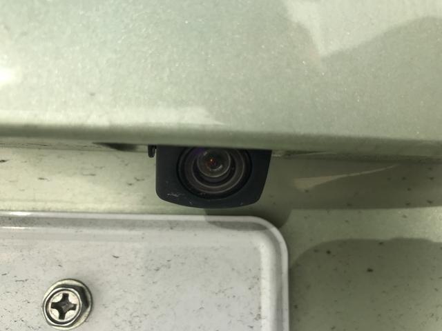バックカメラも付いておりますので駐車が苦手な方でも安心してご乗車できますね。