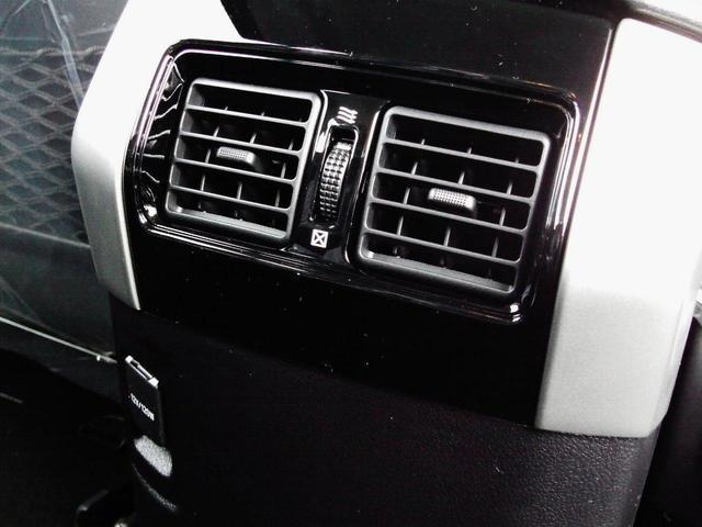 もちろん二列目シートのためのエアコン吹き出し口もあります☆