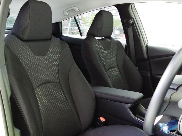 座り心地の良いフロントシート☆黒で統一されておりシックな内装です☆
