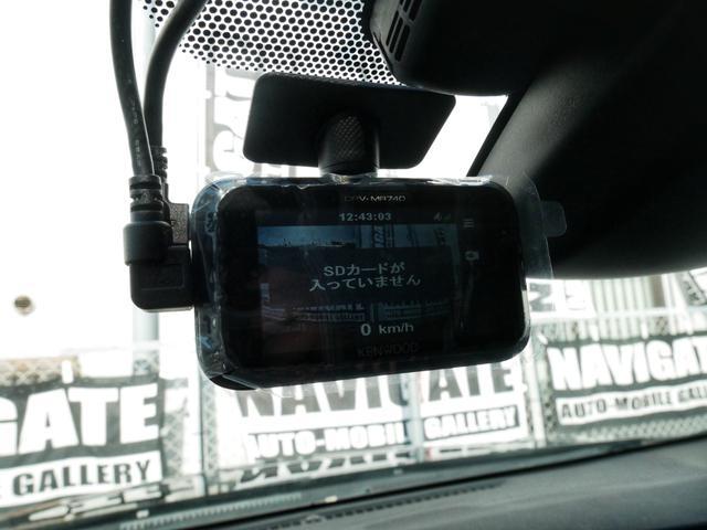 こちらのドライブレコーダーはフロントガラスに1つ、リアガラスに1つずつ前後カメラを設置できるモデル☆もしもの事故時に撮影データがあると安心です☆
