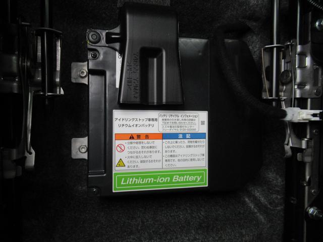 助手席側シート下にある「リチウムイオンバッテリー」エコドライブの心臓部!