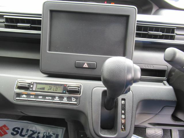 インパネシフト採用で車はコンパクトでも、足元広々です♪