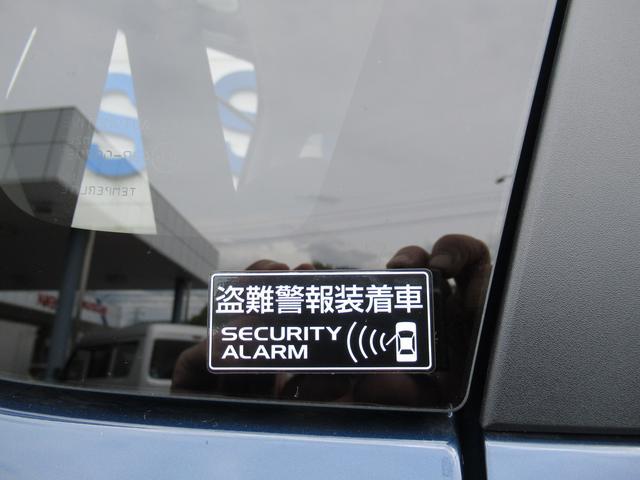 「盗難警報装着車」のステッカーも見やすい位置にあり、防犯に一役買っています。
