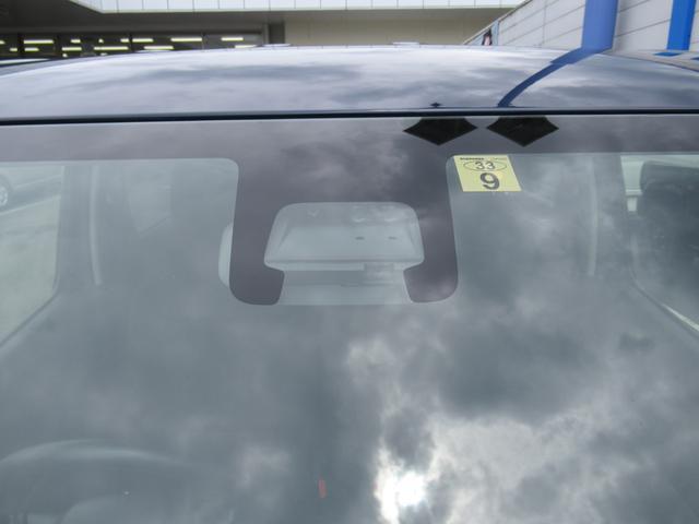 人も車も検知して、衝突回避をサポート、万一の危険を予防します。
