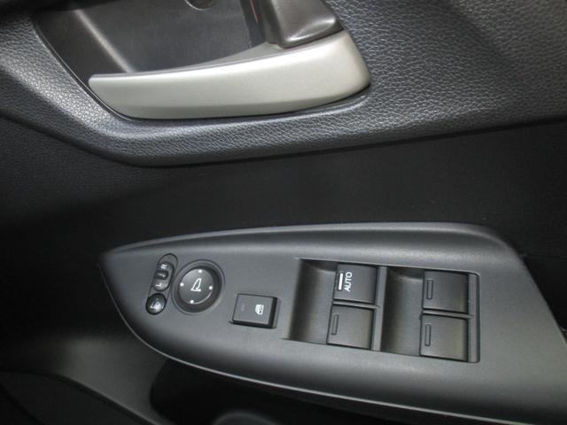 13G・Lパッケージ 純正ナビ LEDヘッドライト ETC音声 ナビTV 横滑り防止装置 ABS LEDヘッド メモリーナビ キーレス ETC CD 盗難防止システム DVD アイドルSTOP インテリキー エアコン(29枚目)