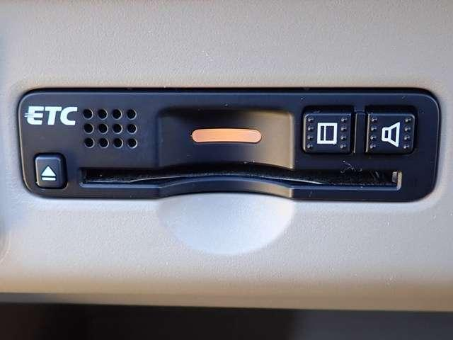 G SSパッケージ 純正ナビ フルセグ Rカメラ ETC DVD再生 フルセ 左右電動スライドドア 横滑り防止 ナビ&TV スマートキ- ABS HID メモリーナビ ベンチシート 盗難防止装置 CD(3枚目)