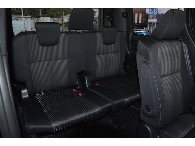 サードシートもゆったりと座れます!内装色はブラック、もしくはブラッドオレンジ&ブラックより選べます♪お問い合わせは079-280-1118、カーズカフェ カーベル姫路東までお気軽にお電話ください^^