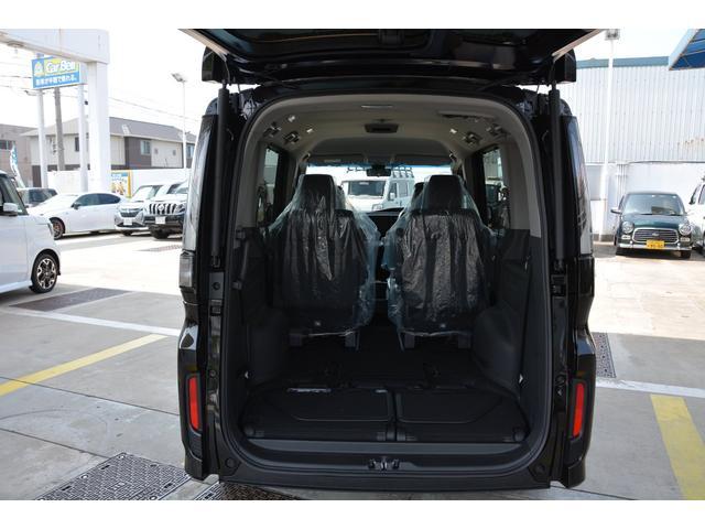 サードシートを収納すると大きな荷室が出現します!自転車もつめちゃうかも?お問い合わせは079-280-1118、カーズカフェ カーベル姫路東までお気軽にお電話ください^^