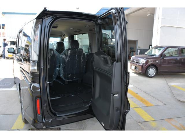 後ろが狭くても荷物をサッと積み込める、横にも縦にも開く、わくわくゲート!車の後ろにスペースがない場合でも、後ろのドアを横に開ければ荷物の積み下ろしもラクラク♪3列目シートから乗り降り時にも便利です^^