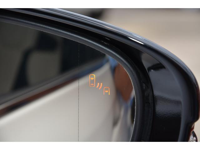 リヤクロストラフィックアラート付き!駐車場から後退する際に、左右後方から接近してくる車両をブラインドスポットモニターのレーダーにより検知♪ドアミラー内のインジケーター点滅とブザーにより注意を喚起します
