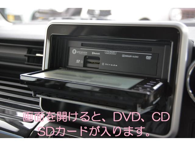 画面を開ければCD、DVD、SDカードが入ります!音楽CDを最大8倍速で録音可能!カーズカフェ限定でオプションのUSBケーブルも付属し、iPod/iPhoneの音楽再生や、USB再生も可能!