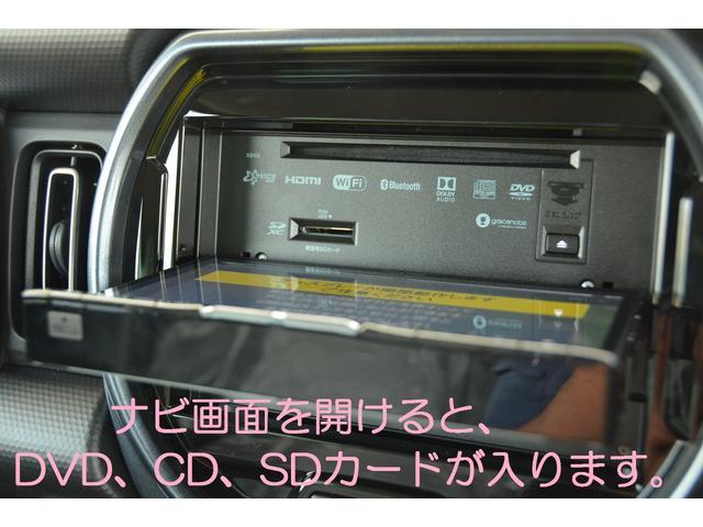 画面を開ければ、DVD、CD、SDカードが入ります!音楽CDをSDカードに録音可能!カーズカフェ限定でオプションのHDMIケーブル、USBケーブルも付属し、スマホの音楽再生や、動画再生も可能!