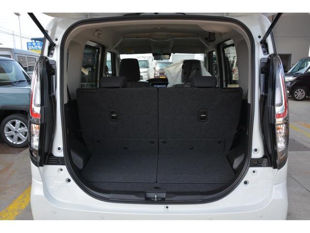 運転席の足元もゆったり^^運転席・助手席にはシートヒーターも付いて快適です♪お問い合わせは079-280-1118、カーズカフェ カーベル姫路東までお気軽にお電話ください^^