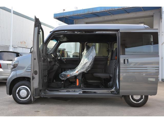 軽バン初の助手席側センターピラーレス仕様(ドアインピラー構造)を採用!助手席側に大きな開口部が生まれ、荷室へのアクセスが向上♪ピラー機能は助手席ドアとスライドドアに内蔵し、高い衝突安全性能も確保^^
