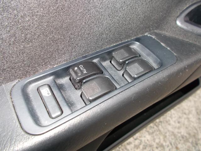 全席パワーウインドウ!運転席はオート機能付きです。