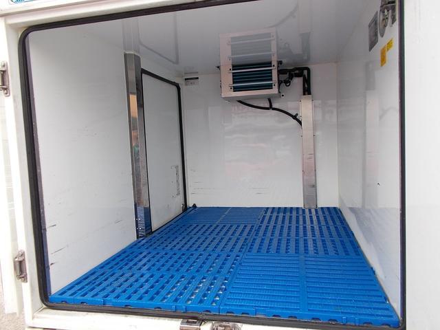作業効率の良いスライドドアが付いてます!