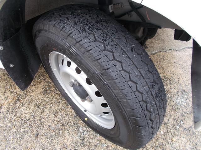 タイヤの残溝もしっかり残ってます!