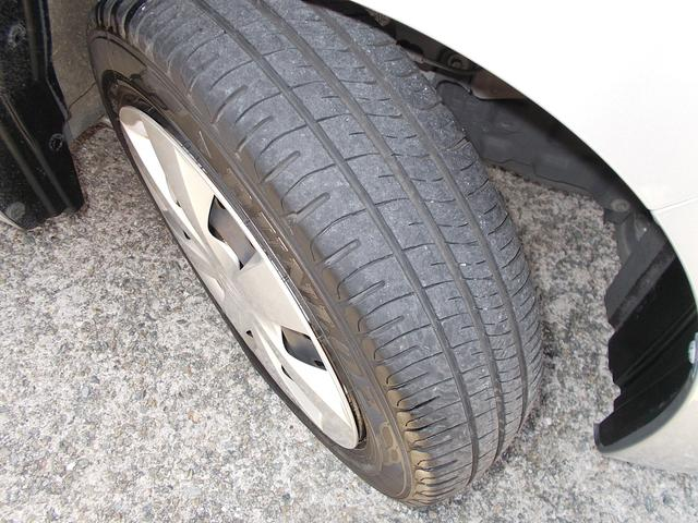 タイヤの残溝もしっかりあります!