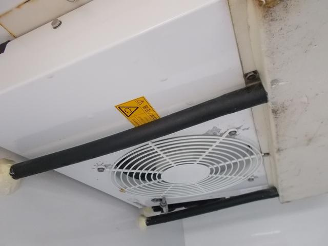 デンソー 中低温冷凍機です!庫内が広く使える薄型エバポレーター です♪