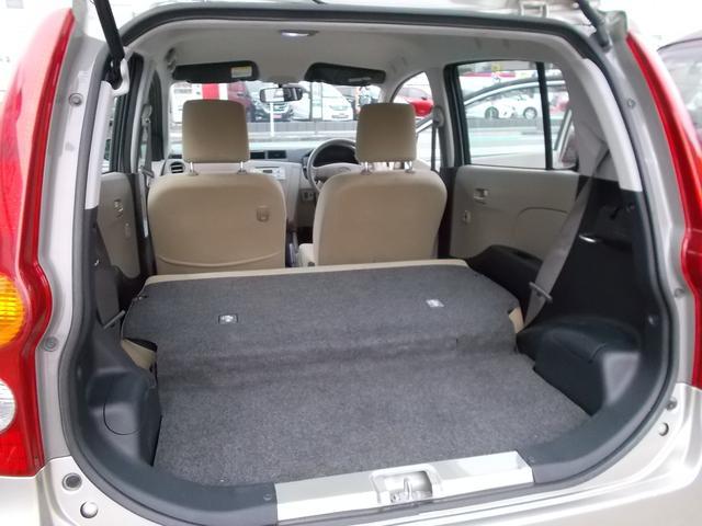 後部座席を畳めばさらに広いスペースになります!