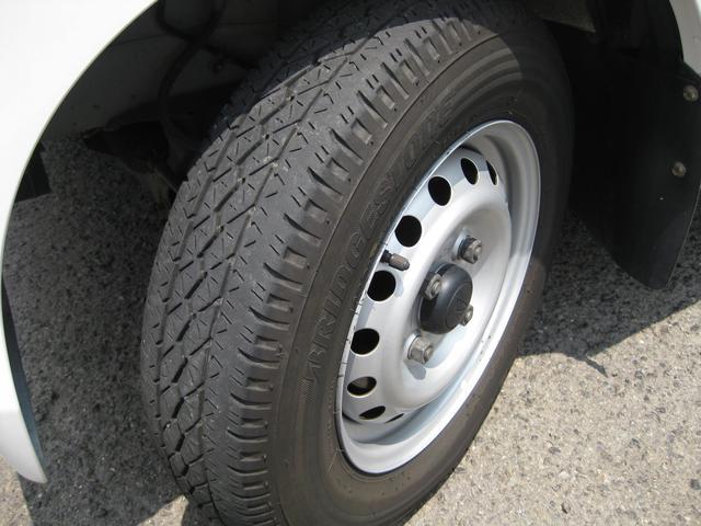 タイヤはフロント約6分、リヤ約7分山あります!