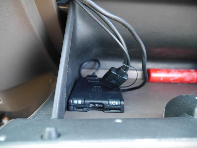 エクストラキャブ 左ハンドル 4輪独立ハイスピードエアサス タンク2基 コンプレッサー2基 Cノッチ ベンチシート トノカバー ホワイトリボンタイヤ 新車並行 ボイドステアリング SDナビ TV ETC セキュリティー(14枚目)