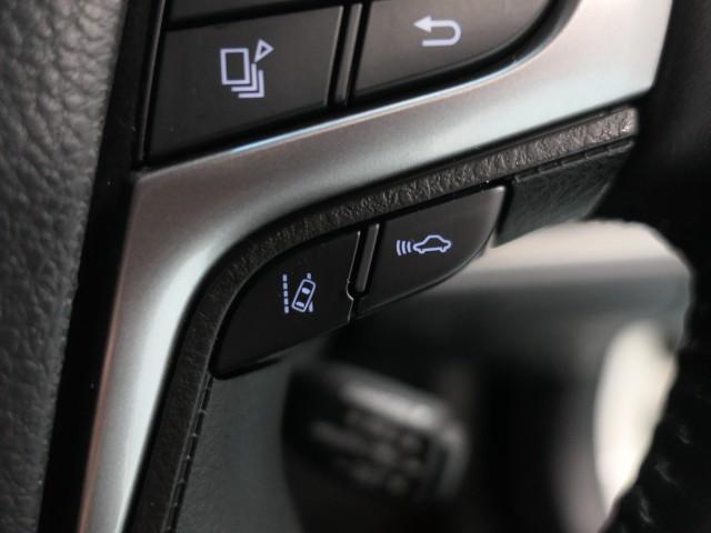 【レーダークルーズコントロール(追従機能付)】アクセルを踏まなくても、車間制御モードは、先行車に合わせた追従走行を行い、自動的に加速・減速・停止をします。定速制御モードは、一定の車速で走行できます