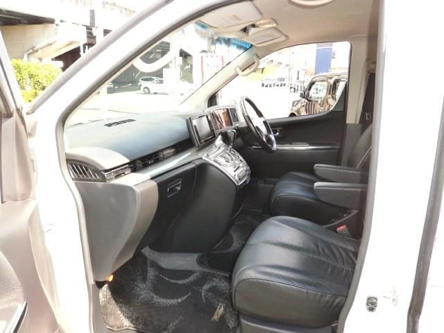 日産 エルグランド ライダー4WDハイパフォーマンス両側パワスラ黒革HDDナビ