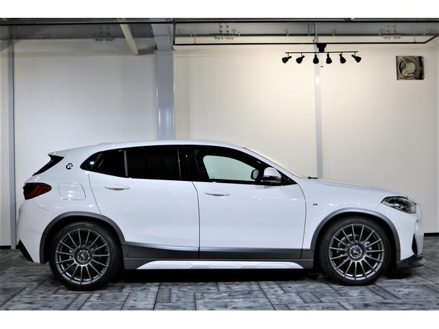 ご納車時、専門のメカがしっかりメンテナンスしてお届け致します。認証工場にはBMW専用テスターを完備し、BMW認定パートナーズショップならではのメンテナンス方法を実施しております。認証工場点検記録簿付。