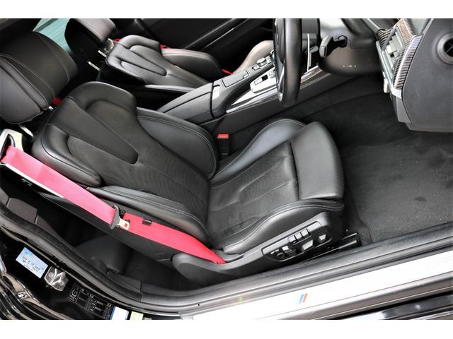 M専用ブラックダコタレザーシートにスポーティーなレッドシートベルトを装着!!