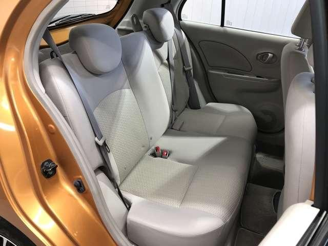 《後部座席》綺麗、清潔に仕上げております。内装の綺麗なお車は気持ちが良いですし、コンディションの良い車が多いです★