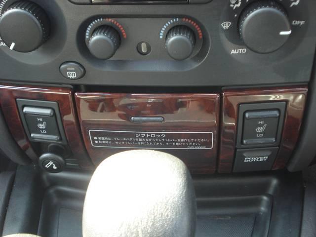 フロントシートはレザー+シートヒーター付!