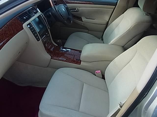 目立つようなシートの破れ、焦げ等もなくシートの状態も良好です。