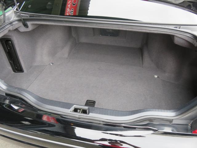 当店では全車入庫時にシートを取外してのエアーブロウや特殊洗剤での汚れ落とし、さらに仕上げの内装ワックスまでのルームクリーニングをスタンダードとし、この工程を全車プロスタッフが施工しております!