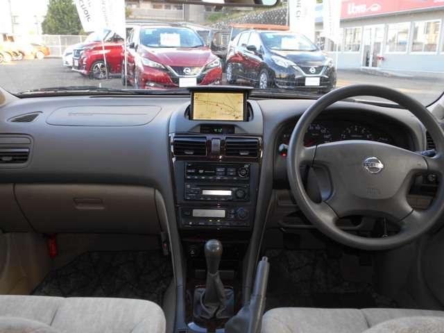 エクシモ 2.0 エクシモ 5速マニュアルミッション車・DVDナビ付・オートエアコンなど付いています(3枚目)