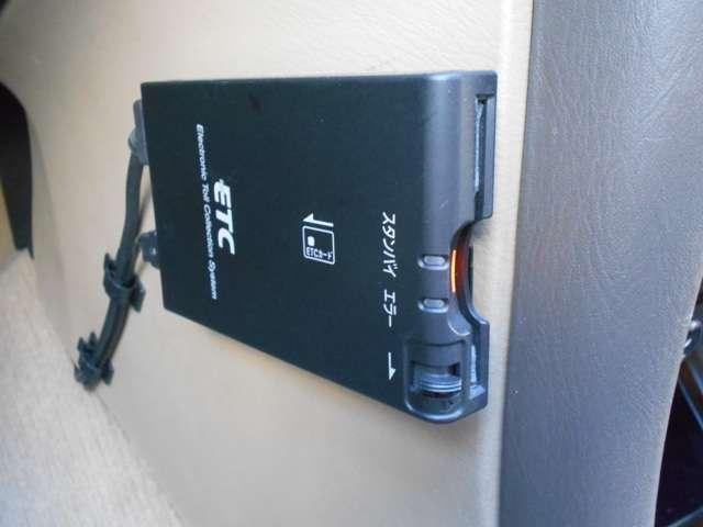 エクシモ 2.0 エクシモ 5速マニュアルミッション車・DVDナビ付・オートエアコンなど付いています(11枚目)