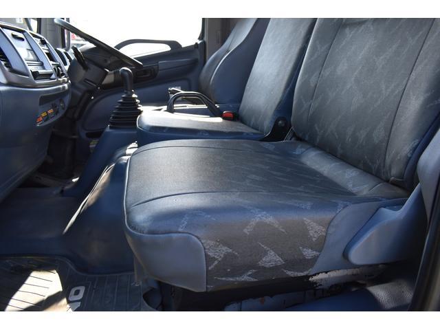 ベースグレード 古河4段ユニック ラジコン 4トン車 荷台鉄板加工 6速MT車 新品メッキバンパー メッキグリル(15枚目)