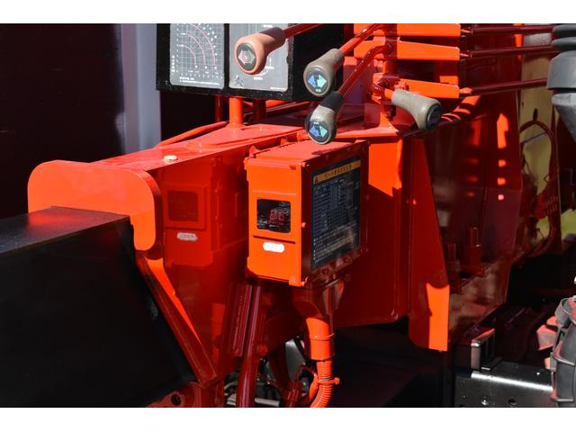 ベースグレード 古河4段ユニック ラジコン 4トン車 荷台鉄板加工 6速MT車 新品メッキバンパー メッキグリル(28枚目)