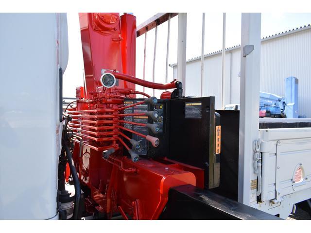 ベースグレード 古河4段ユニック ラジコン 4トン車 荷台鉄板加工 6速MT車 新品メッキバンパー メッキグリル(35枚目)