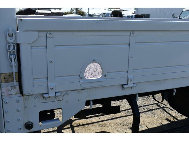 ベースグレード 古河4段ユニック ラジコン 4トン車 荷台鉄板加工 6速MT車 新品メッキバンパー メッキグリル(37枚目)